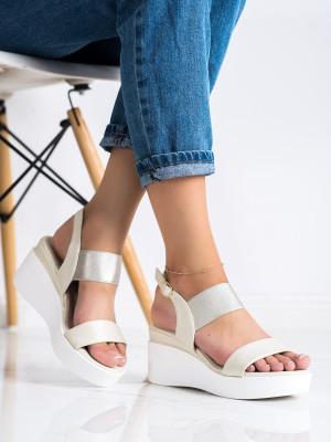 Výborné zlaté  sandály dámské na klínku