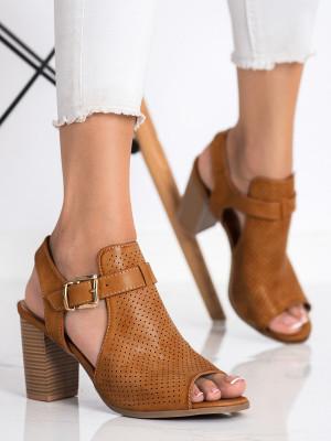 Moderní dámské  sandály hnědé na širokém podpatku