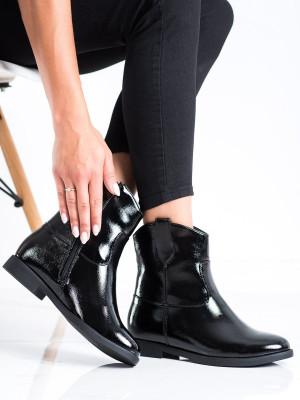 Komfortní černé  kotníčkové boty dámské na klínku