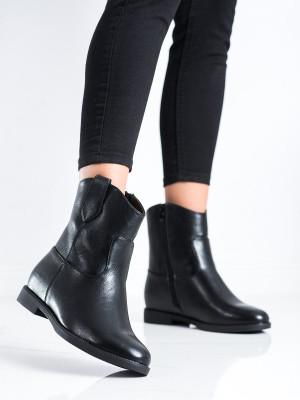 Pěkné dámské černé  kotníčkové boty na klínku
