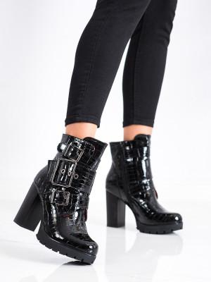 Pohodlné černé dámské  kotníčkové boty na širokém podpatku