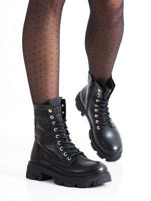 Moderní  kotníčkové boty černé dámské na plochém podpatku