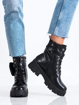 Pohodlné  kotníčkové boty dámské černé na plochém podpatku