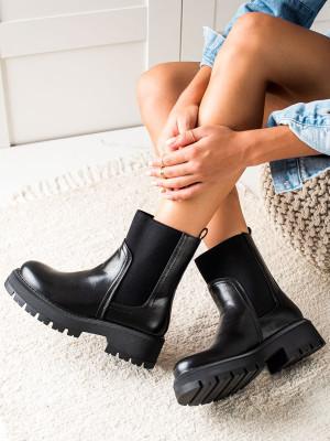 Zajímavé dámské  kotníčkové boty černé na plochém podpatku