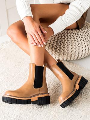 Krásné dámské  kotníčkové boty hnědé na plochém podpatku