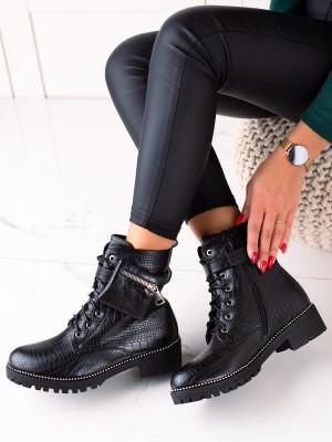 Jedinečné černé dámské  kotníčkové boty na plochém podpatku