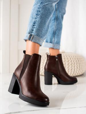 Pěkné  kotníčkové boty dámské hnědé na širokém podpatku