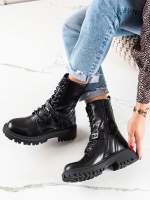 Moderní černé  kotníčkové boty dámské na plochém podpatku