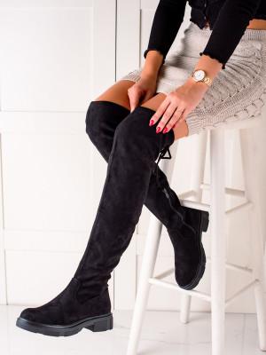 Komfortní černé dámské  kozačky na plochém podpatku
