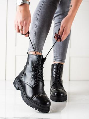 Zajímavé dámské černé  kotníčkové boty na plochém podpatku