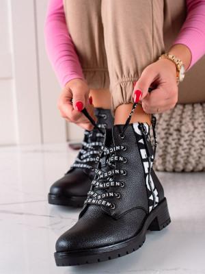 Stylové  kotníčkové boty černé dámské na plochém podpatku