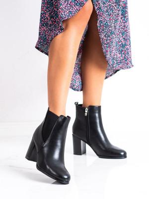 Originální černé  kotníčkové boty dámské na širokém podpatku