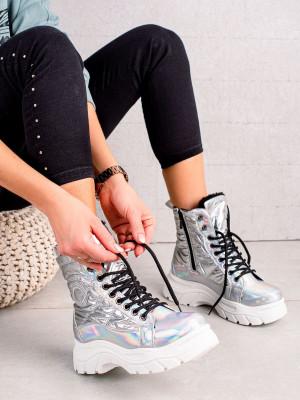 Zajímavé šedo-stříbrné dámské  kotníčkové boty na plochém podpatku