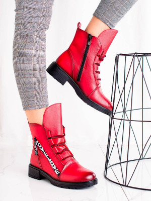 Jedinečné červené  kotníčkové boty dámské na plochém podpatku
