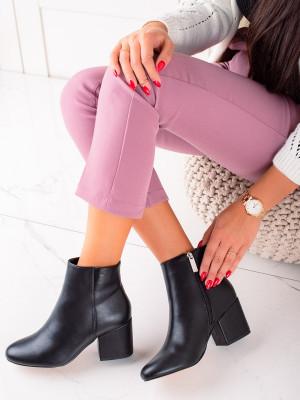 Komfortní  kotníčkové boty dámské černé na širokém podpatku