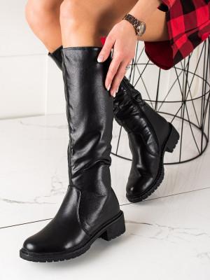 Pohodlné dámské  kozačky černé na plochém podpatku