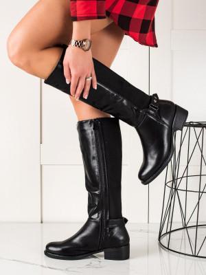 Zajímavé dámské  kozačky černé na plochém podpatku